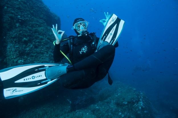 Aqua Lung scuba diver mikron regulator hot shot fins