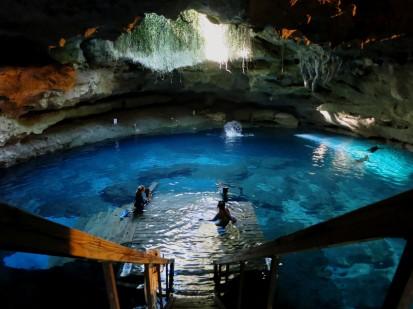 Devil's Den Scuba diving Florida's springs USA