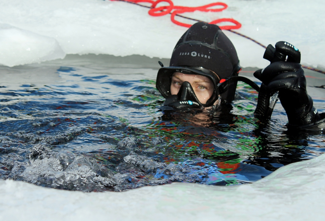 ice diving French Alps