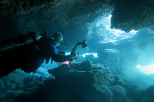 Diving in lava tubes in hawaii will you dare to do it for Dive tube